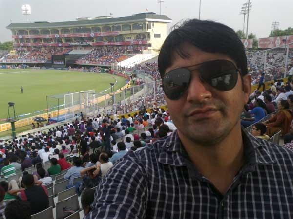 IPL + Cricket (16/Apr/2013) Capturing myself at PCA stadium Mohali during an IPL match 2013 season